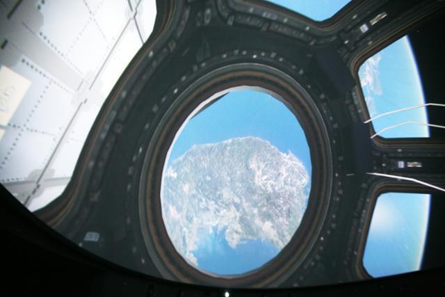 밀양아리랑우주천문대의 천체투영관에서는 우주정거장에서 지구를 내려다보는 듯한 모습이 생생하게 재현된다. 한국관광공사 제공