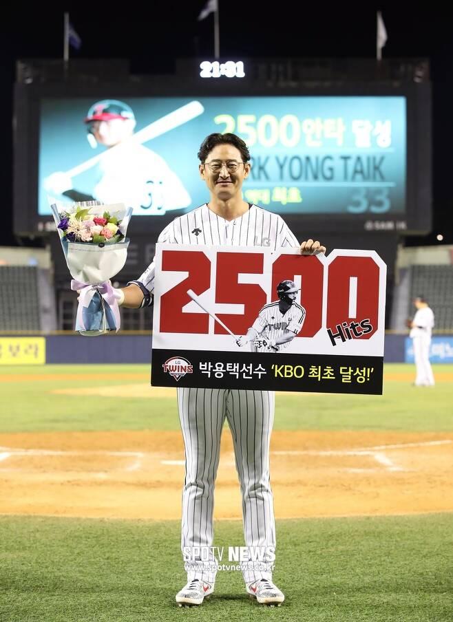 ▲ 당돌했던 신인 박용택은 KBO리그 최초로 2500안타를 돌파하면서 '한국의 안타왕'이 됐다. ⓒ곽혜미 기자