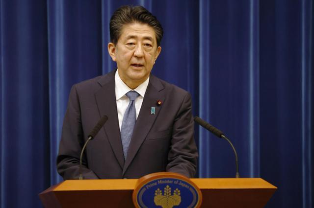 아베 신조(安倍晋三) 전 일본 총리가 지난달 28일 도쿄 총리관저에서 기자회견을 열고 사의를 표명하고 있다. 도쿄=교도 연합뉴스