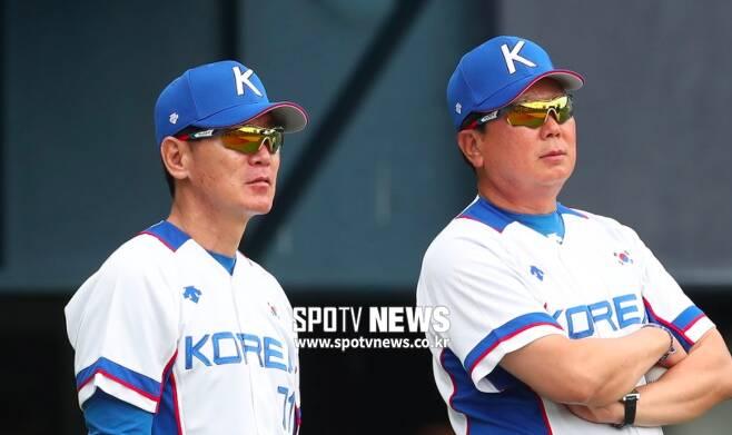 ▲ 대표팀 코칭스태프 시절 이강철(왼쪽) 투수코치와 선동열 감독. ⓒ한희재 기자