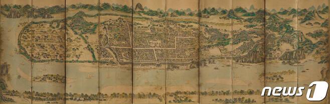 20세기 초에 그린 평양성도. 6세기 고구려의 수도성으로 건설된 이후로 1,300여 년 동안 번성한 평양성의 전경이 비교적 상세하게 그려져 있다. (국립중앙박물관 제공) 2020.10.24.© 뉴스1