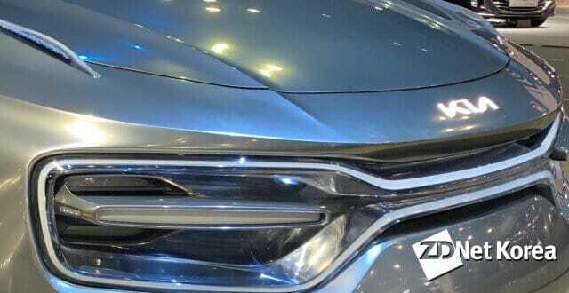 기아자동차가 내년부터 출시하는 신차에 순차적으로 적용시킬 새로운 엠블럼. 이 엠블럼은 지난해 3월 서울모터쇼에 대중에게 이미 선보인바 있다.