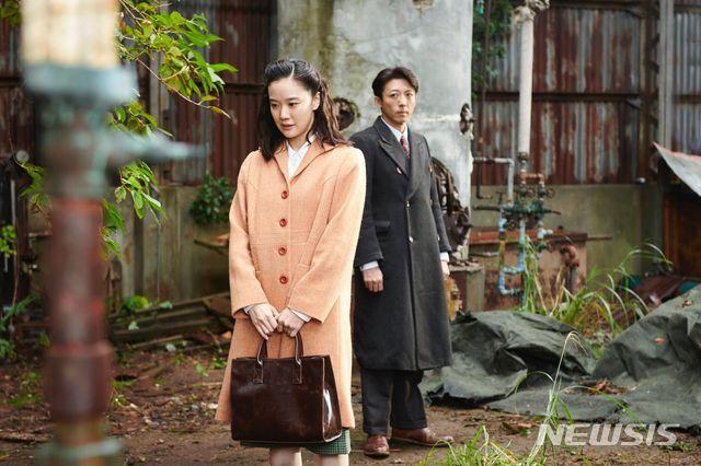 [서울=뉴시스] 영화 '스파이의 아내' 스틸. (사진=부산국제영화제 제공)