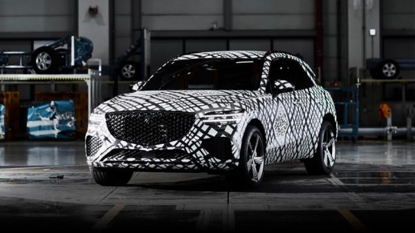 제네시스가 브랜드 두 번째 SUV 'GV70' 디젤과 가솔린 환경부 인증을 모두 완료, 내달 출시를 앞두고 있다.