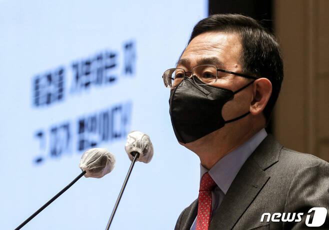 주호영 국민의힘 원내대표가 28일 국회에서 열린 의원총회에서 발언하고 있다. 2020.10.28/뉴스1 © News1 박세연 기자