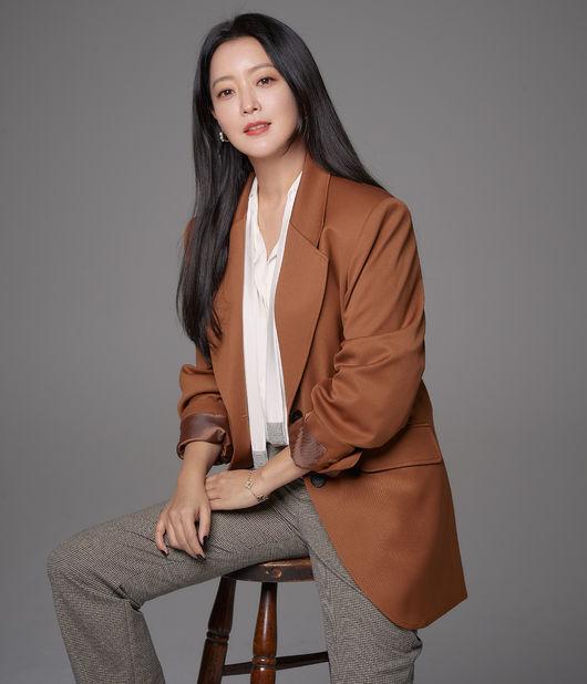 [사진=힌지엔터테인먼트 제공] 배우 김희선.