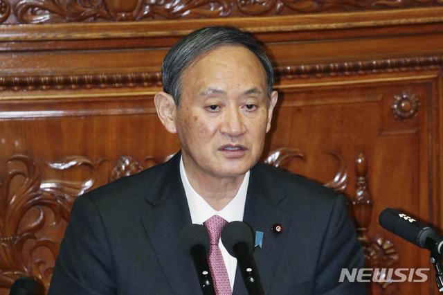 [도쿄=AP/뉴시스] 스가 요시히데 일본 총리가 지난 28일 국회에서 열린 중의원 본회의에서 발언하고 있다. 2020.10.29.