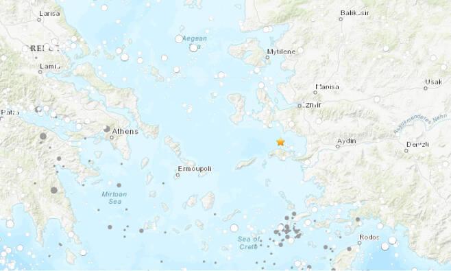 에게해 남부 해상서 규모 7 강진이 발생했다. 그림은 미국 지질조사국(USGS)이 측정한 진원 지점.
