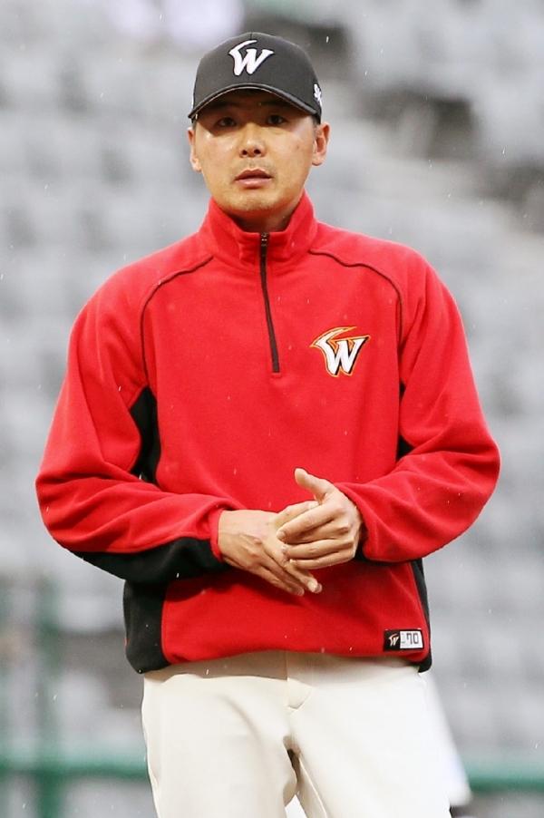 김원형 두산 투수코치가 SK와이번스 제8대 감독으로 선임됐다. 2년 계약에 총액 7억원에 감독직을 맡았다.
