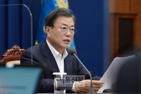 문재인 대통령이 9일 청와대 여민관에서 열린 수석 보좌관회의에서 모두발언을 하고 있다. 2020. 11. 9.도준석 기자pado@seoul.co.kr