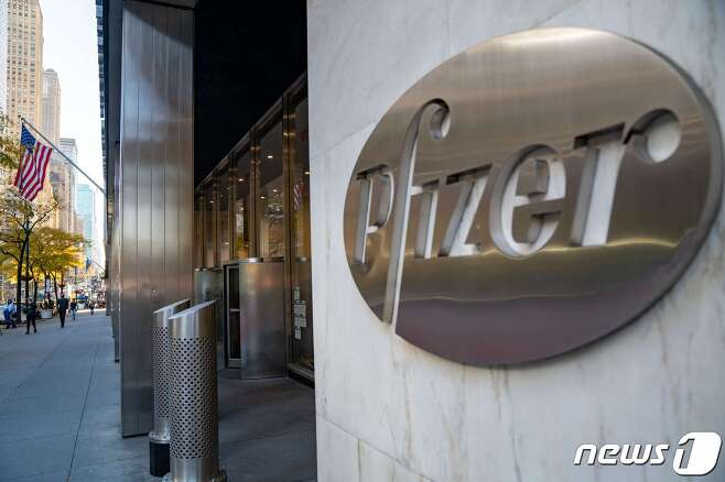 US-PFIZER-COVID-19-VACCINE-DATA-SHOWS-90-PERCENT-EFFECTIVE-RATE © AFP=뉴스1