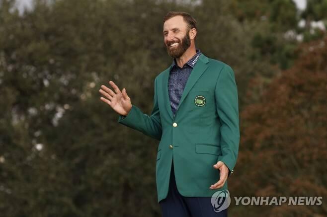 그린 재킷을 입은 존슨. [로이터=연합뉴스]
