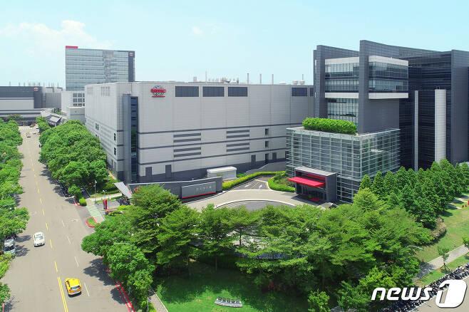 대만 신주 지역에 위치한 반도체 파운드리(위탁생산) 업체 TSMC의 생산공장 전경(TSMC 제공) © 뉴스1