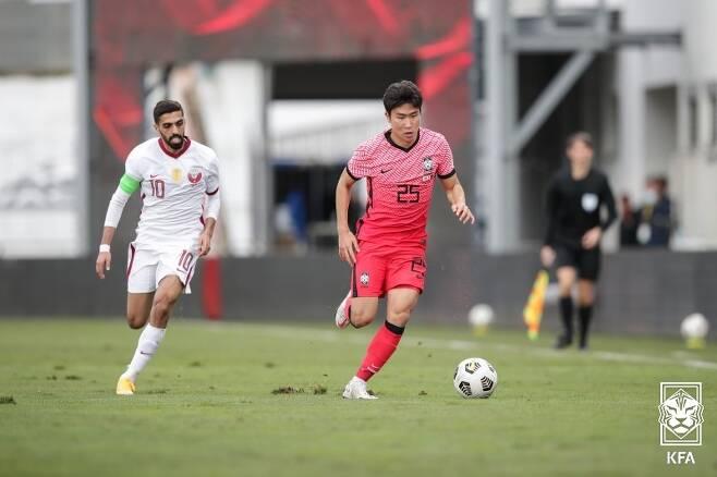 ▲ 카타르전에서 A대표팀 데뷔전을 치른 윤종규(오른쪽) ⓒ대한축구협회