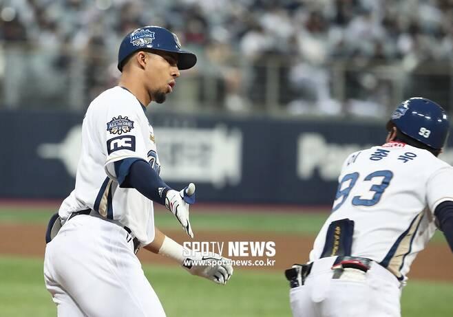 ▲ 17일 한국시리즈 1차전 4회 홈런을 날린 NC 애런 알테어 ⓒ곽혜미 기자