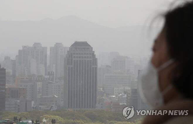 전국에 강한 바람과 황사…기온 '뚝' [연합뉴스 자료사진]
