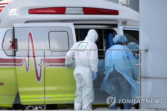 빛고을전남대병원 코로나19 환자 이송 [연합뉴스 자료사진