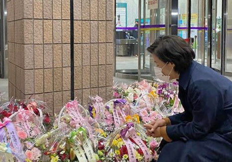 추미애 법무부 장관이 지난 19일 자신의 인스타그램에 지지자들에게서 받은 꽃바구니 사진을 공개했다.(사진=연합뉴스)