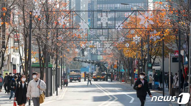 주말인 21일 오후 서울 서대문구 연세로 일대가 한산하다.  2020.11.21/뉴스1 © News1 안은나 기자