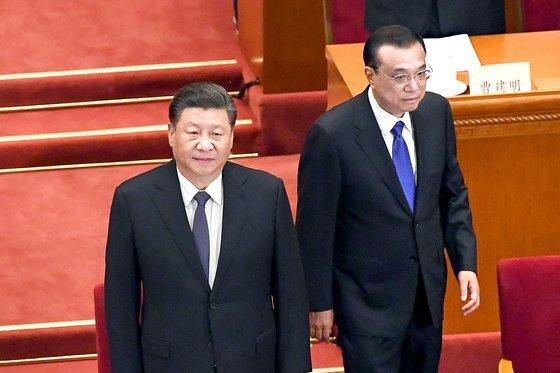 지난 5월 21일 전국인민정치협상회의 개회식에 참석하는 시진핑 국가주석(왼쪽)과 리커창 총리. [AFP]