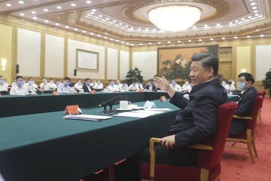 지난 7월 21일 시진핑 중국 국가주석(앞줄)은 베이징 인민대회당에서 중국 국영, 민영, 외자 기업인 초청 좌담회를 가졌다. 이 자리에 리커창 총리는 모습을 드러내지 않았다. [신화=연합뉴스]