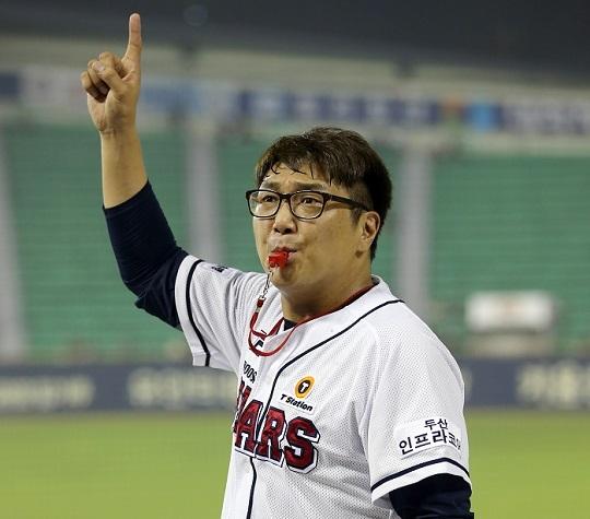 두산 한재권 응원단장은 2015년부터 2020년까지 6년 연속 한국시리즈 응원단을 지휘하고 있다(사진=두산)