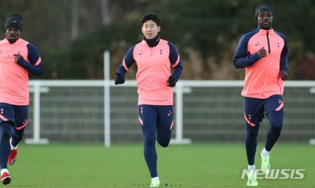 [서울=뉴시스] 손흥민(28)이 소속팀 토트넘 홋스퍼의 팀 훈련에 합류했다. (캡처=토트넘 홋스퍼 홈페이지)