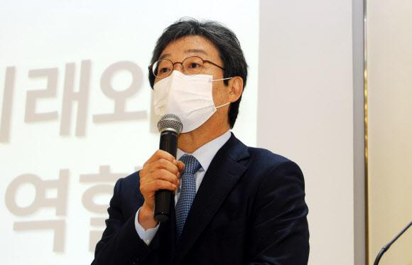 유승민 전 의원이 지난 18일 오후 충북 괴산군 자연드림파크를 방문해 강연하는 모습. 뉴스1