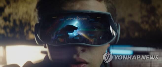 """중견 게임사 위메이드의 장현국 대표는 '지스타 2020' 기자간담회에서 """"스티븐 스필버그 영화 '레디 플레이어 원'(사진)처럼 게임이 일상이 되는 시대가 올 것""""이라고 말했다. [연합뉴스 자료사진]"""