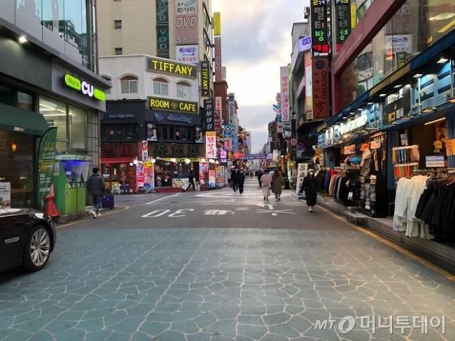 서울 지하철 2·7호선 건대입구역 인근 '건대맛의 거리' 전경. /사진=이재윤 기자