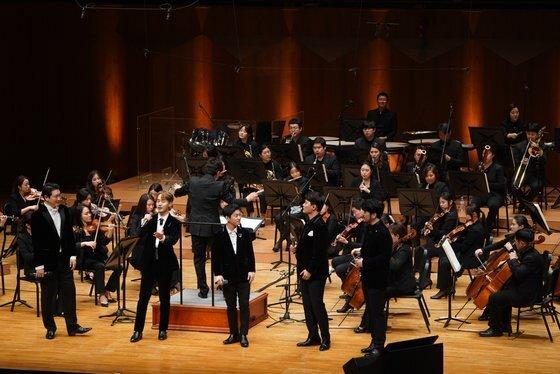 서울예술의전당에서 공연한 크로스오버 팀 '라포엠'과 베이스 손혜수(맨 왼쪽). [사진 모스뮤직]