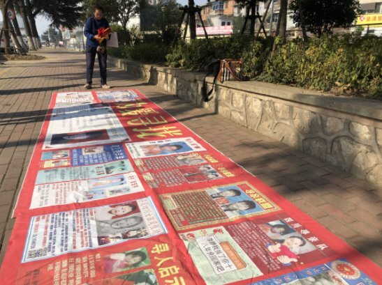 허수쥔은 자신의 아들뿐 아니라 실종된 다른 아이에 대한 포스터를 함께 만들어 실종 아이 찾기 운동을 벌이고 있다. [중국 신경보망 캡처]