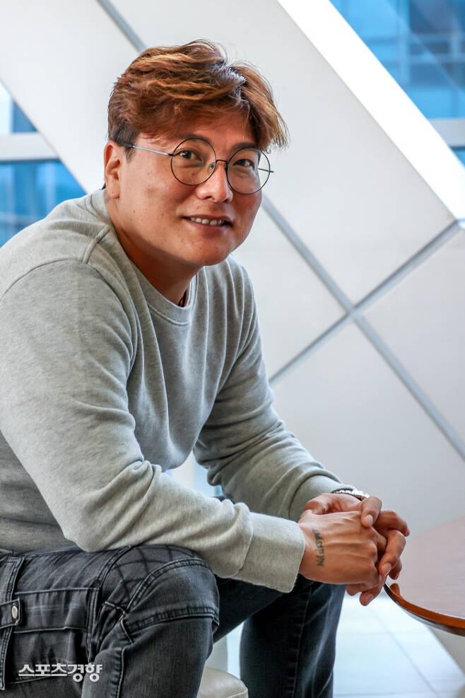 한화 이글스에서 은퇴한 김태균이 지난 19일 서울 상암동 MBC에서 라디오 출연 전 인터뷰를 하고 있다. 이석우 기자
