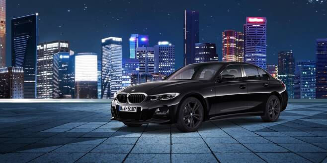 BMW 뉴 320i M 스포츠 패키지 블랙 수트(BMW코리아 제공)© 뉴스1