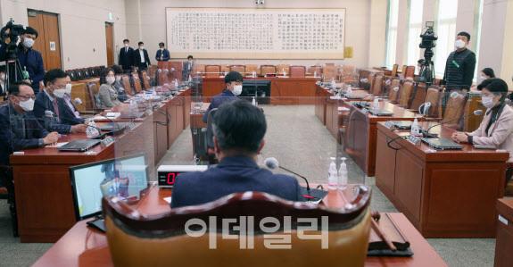 윤호중 법사위원장이 25일 오전 서울 여의도 국회에서 열린 법제사법위원회 전체회의를 주재하고 있다.(사진=노진환 기자)