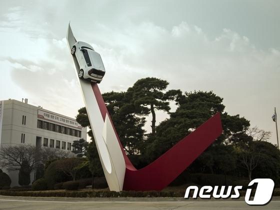기아차 광주공장의 정문 상징 조형물 비욘드 모빌리티. /© News1