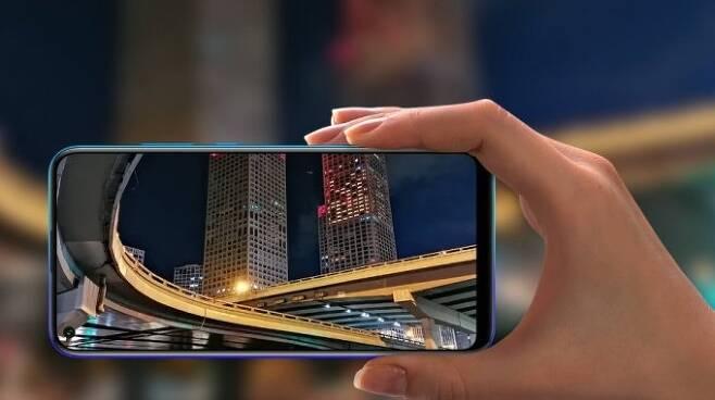 화웨이가 매각하기로 한 중저가 브랜드 '아너' 스마트폰 /사진=아너 홈페이지