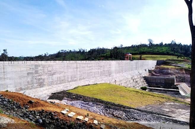 콘크리트로 재건된 라오스 보조댐 [비엔티안 타임스 웹사이트 캡처. 재판매 및 DB 금지]