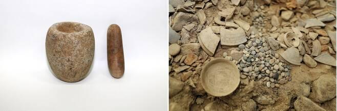돌절구와 공이(왼쪽), 바둑돌 모습.(문화재청 제공)© 뉴스1