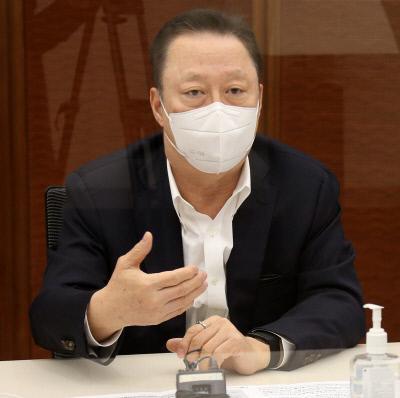 박용만 대한상공회의소 회장이 8일 서울 중구 대한상의회관에서 긴급 기자간담회를 하고 있다. |대한상의 제공