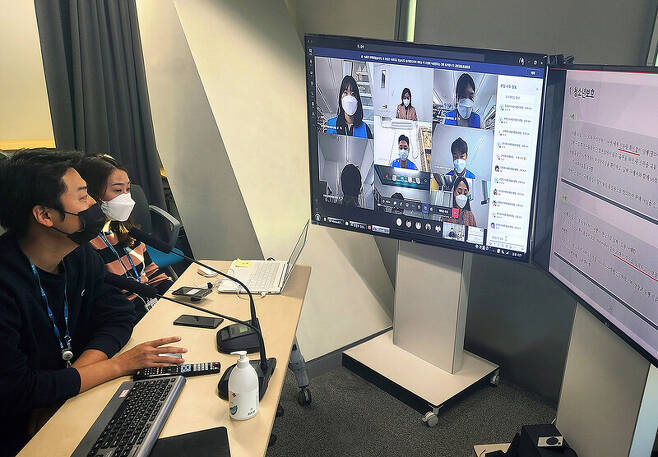 지난 10일 지에스25가 서울 강남 지에스타워 본사에 쌍방향 화상회의가 가능한 \