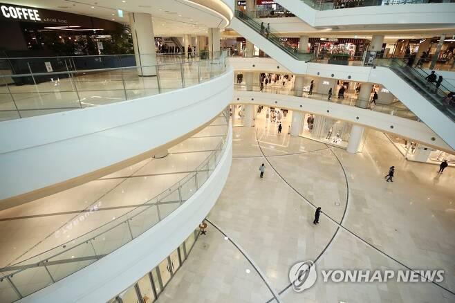 텅 빈 대형 쇼핑몰 [연합뉴스 자료사진]