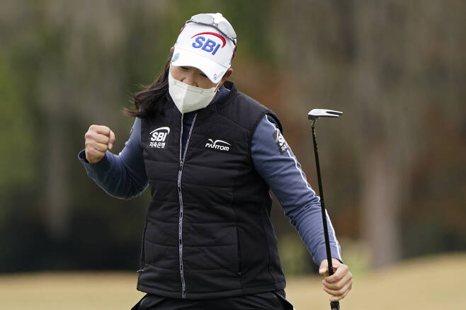 A Lim Kim, of South Korea, reacts after making a birdie on the 18th hole during the final round of the U.S. Women's Open golf tournament, Monday, Dec. 14, 2020, in Houston. (AP Photo/Eric Gay)        <저작권자(c) 연합뉴스, 무단 전재-재배포 금지>