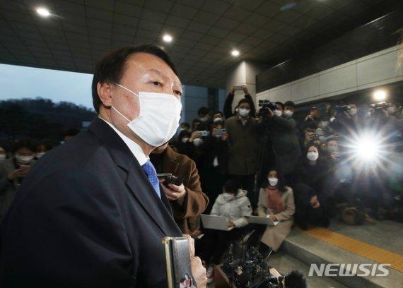 윤석열 검찰총장이 지난 1일 오후 서울 서초동 대검찰청로 출근하고 있다. 뉴시스