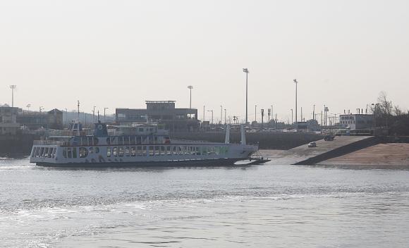 인천시 중구 영종도의 삼목선착장에 북도고속페리호 여객선이 접안해 있다. ⓒ이정용기자