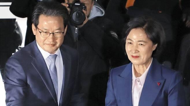 심재철 법무부 검찰국장(왼쪽)과 추미애 법무부 장관/고운호 기자
