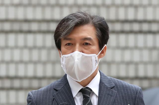 조국 전 법무부 장관이 지난 8월 서울 서초구 서울중앙지방법원에서 열린 공판에 출석하고 있다. 연합뉴스