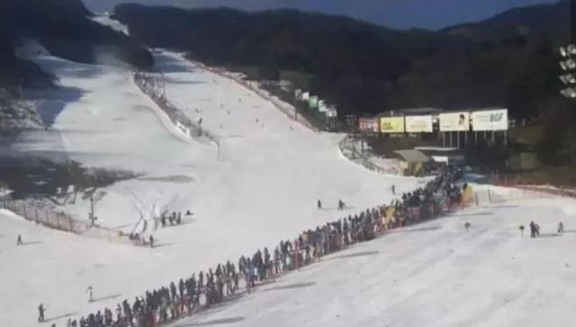 최근 한 스키장의 모습이라고 알려진 장면. YTN 보도 화면 캡처