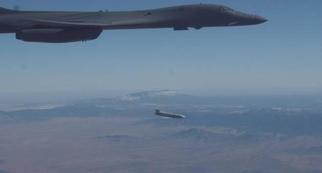 B-1B 전략폭격기 '재즘' 발사 성공 [미 공군 지구권타격사령부(AFGSC) 홈피 캡처. 재판매 및 DB 금지]