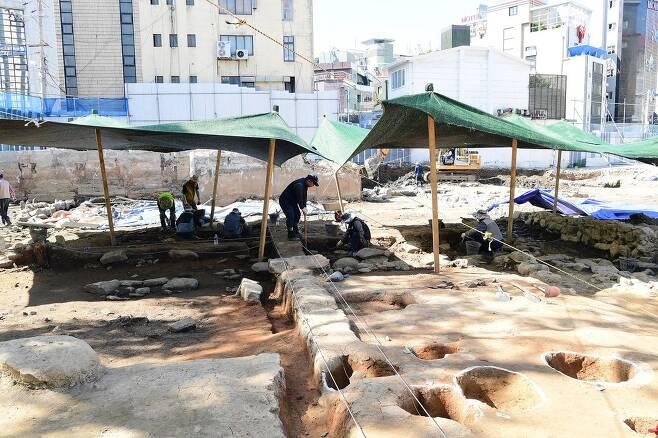 동래구 신청사 터에서 발견된 유적 [동래구 제공. 재판매 및 DB 금지] photo@yna.co.kr